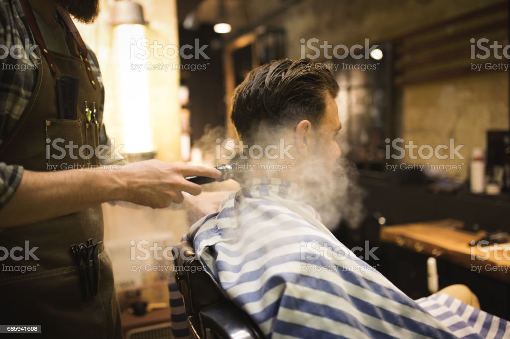Barber Powdering Man's Neck - fotografia de stock