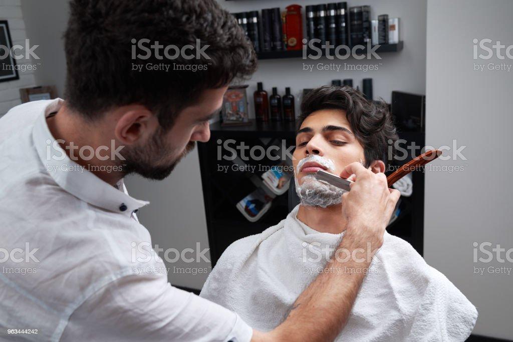 Kuaför jilet ve tıraş köpüğü sakal tıraş - Royalty-free Adamlar Stok görsel