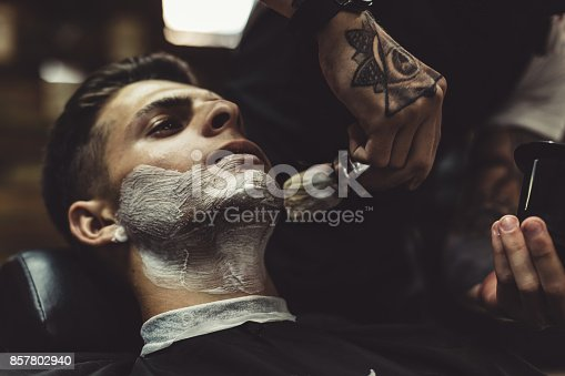 istock Barber shaving client 857802940