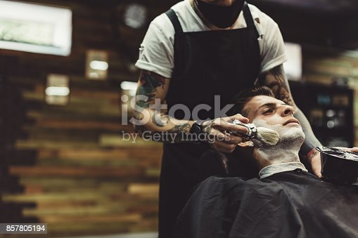 istock Barber shaving client 857805194