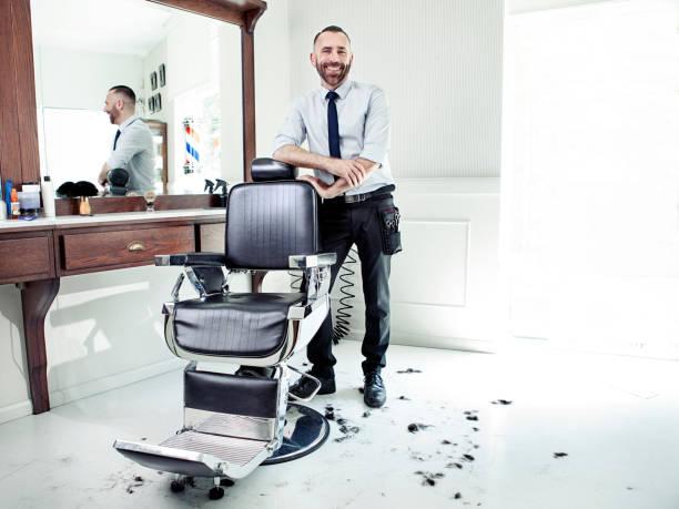 barbier shop - barbier coiffeur photos et images de collection