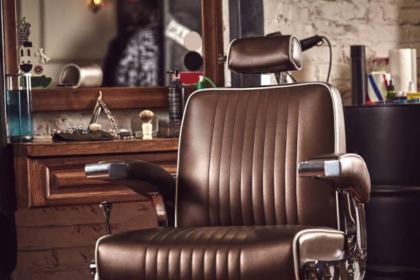 理髪店アームチェア。現代の美容師とヘアーサロン、男性のための理髪店。 - 美容室 ストックフォトと画像