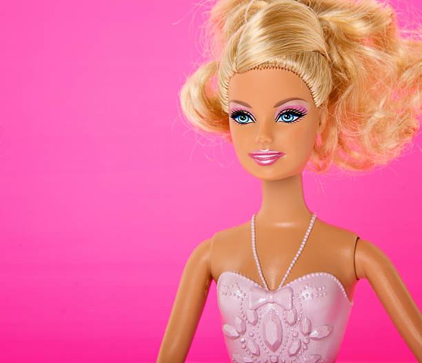 2.092 hình ảnh đáng yêu của búp bê barbie, khiến hàng triệu trẻ em mê mẩn