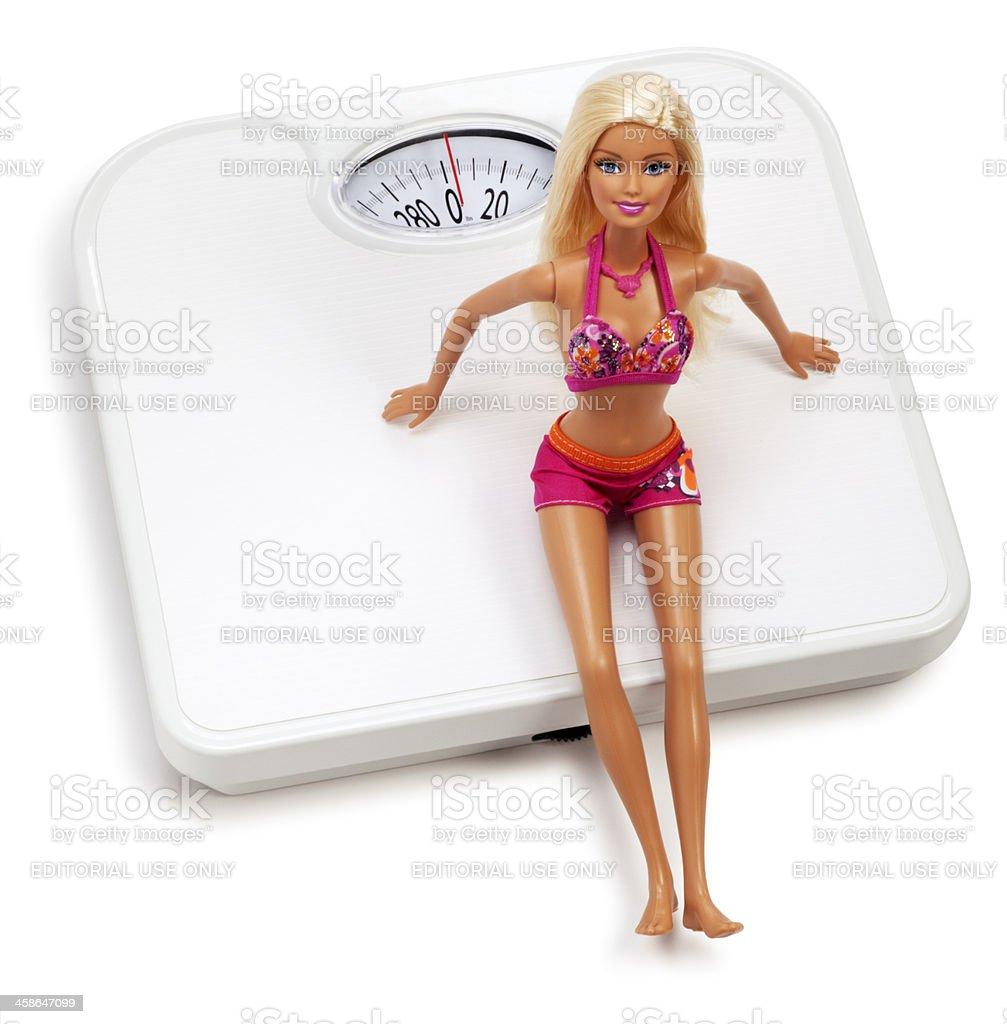 Fotografía de Barbie Muñeca Sentado En Una Escala De Blanco y más ...