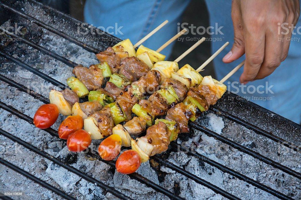 Bar-B-Q o barbacoa de la cocina a la vista. - foto de stock