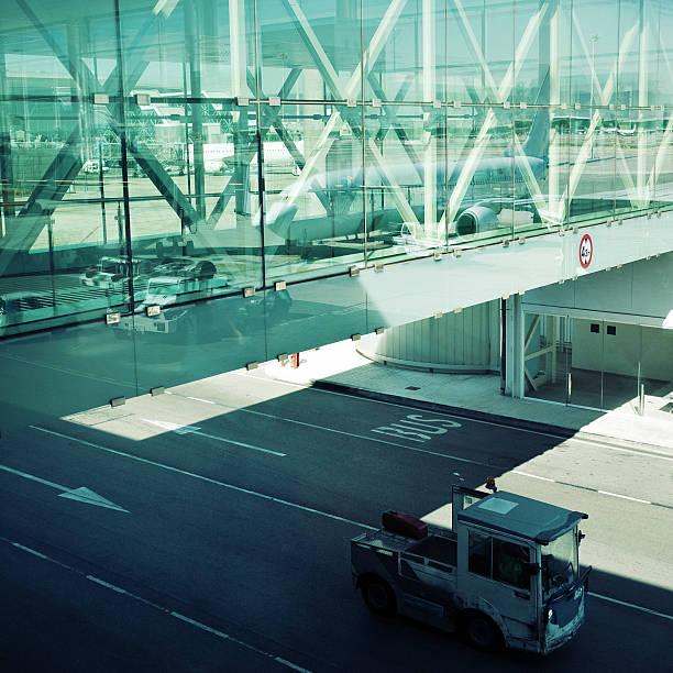 barcelona airport - airport pickup stockfoto's en -beelden