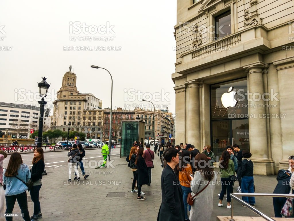 barcelona apple store mobile 2017 plaza catalunya stock photo