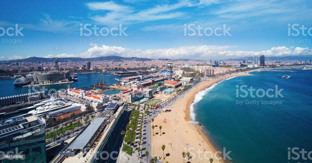 Strand Von Barcelona Und Barcelona Stadt Am Tageslicht Und Im Sommer