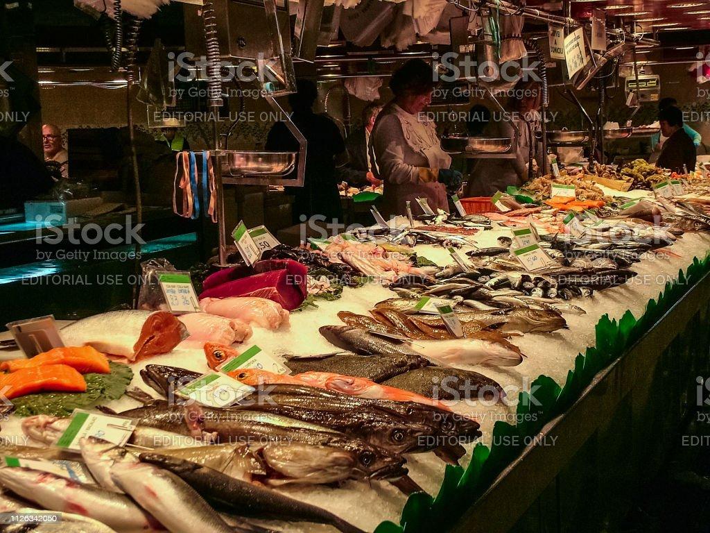 バルセロナのサン ジョセップ市場 - 2人のストックフォトや画像を多数ご用意 - iStock