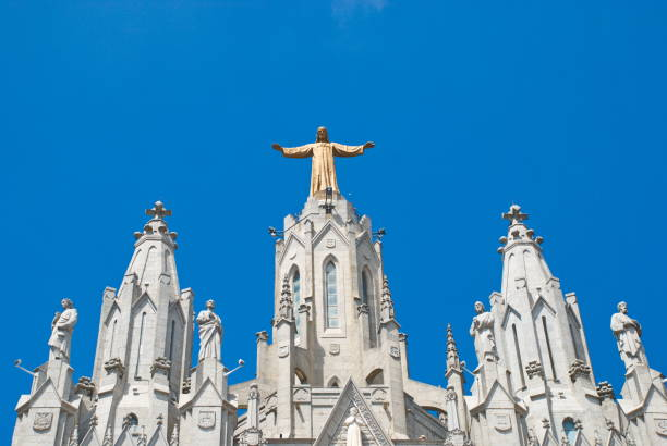 barcelona, spain - 14.08.2019: temple of the sacred heart on mount tibidabo - jesus and heart zdjęcia i obrazy z banku zdjęć