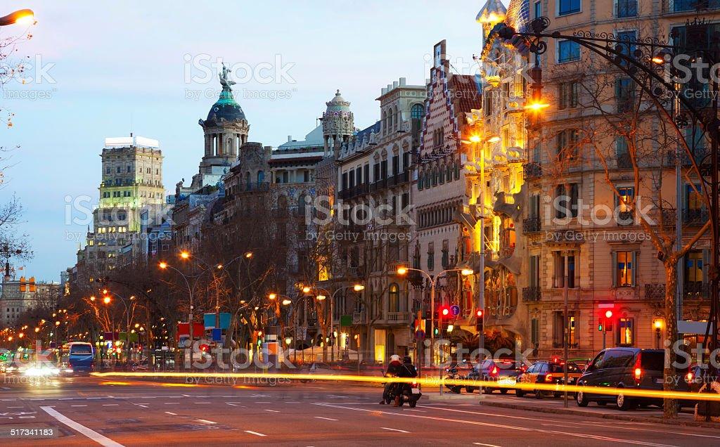 Barcelona, Espanha.  Do Passeig de Gracia, no inverno pôr-do-sol foto de stock royalty-free