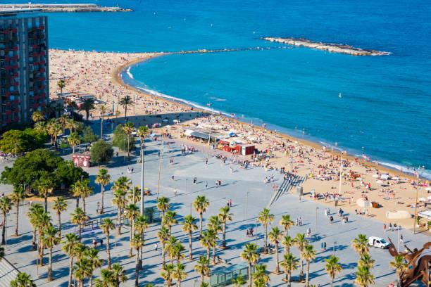 Opinión de ariel de playa Barceloneta - foto de stock