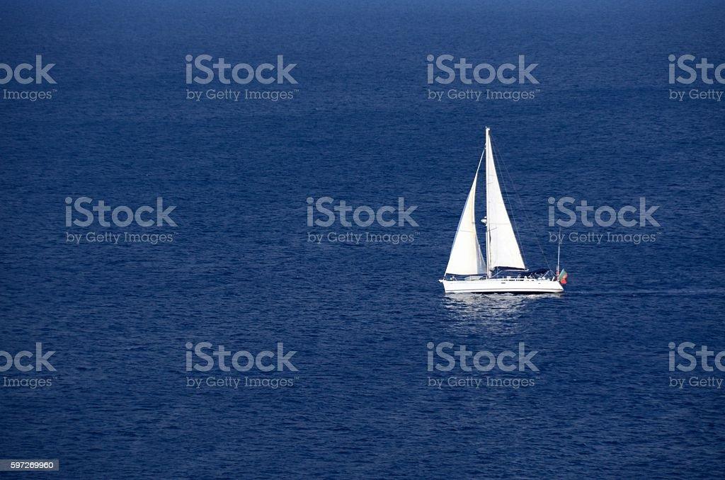 Barco de vela en Ponta da Piedade, Lagos royalty-free stock photo