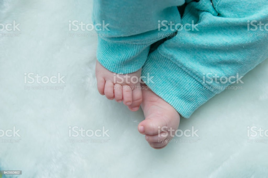 Bare feet baby. – zdjęcie