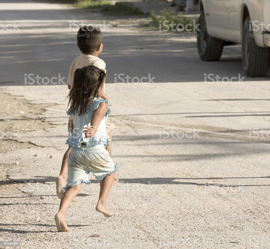 Bosej stopy dzieci – zdjęcie