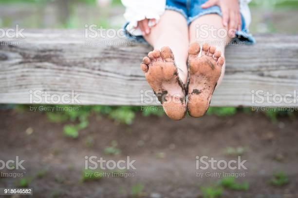 Bare feet of muddy children picture id918646582?b=1&k=6&m=918646582&s=612x612&h=h7rdvuibdppgwxaugkz9sokcpmvwld77vnd mukxxyc=