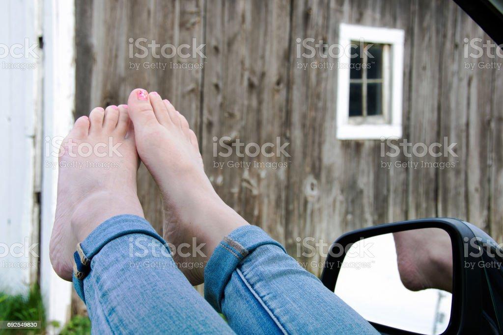 bare foot teen girl стоковое фото