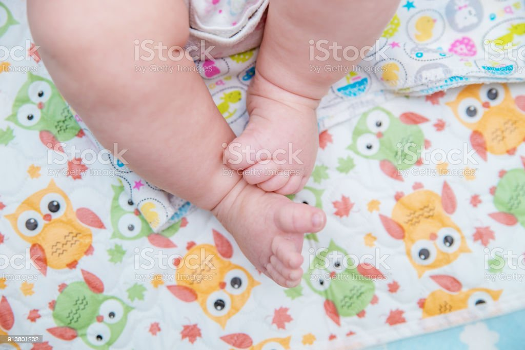 Bare little feet of the baby. – zdjęcie