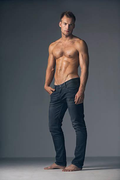 mascolinità petto nudo - a petto nudo foto e immagini stock