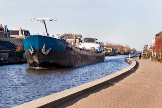 Aak aan de rivier de Gouwe in Nederland foto
