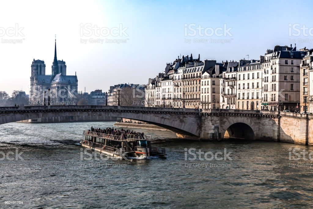 Barge passing a bridge - Royalty-free Ancient Stock Photo