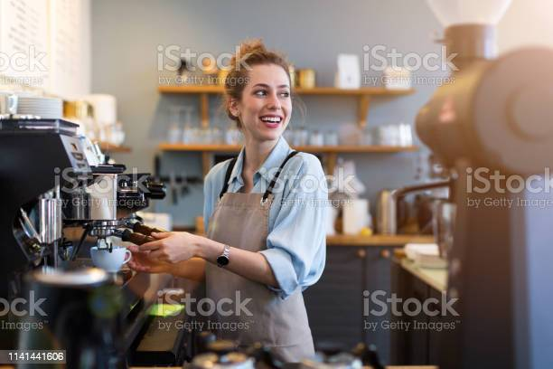 Barista at work picture id1141441606?b=1&k=6&m=1141441606&s=612x612&h=0bninbxpqgnijrxbonzao 7 y 3ipa9v7qukwxmo8ly=