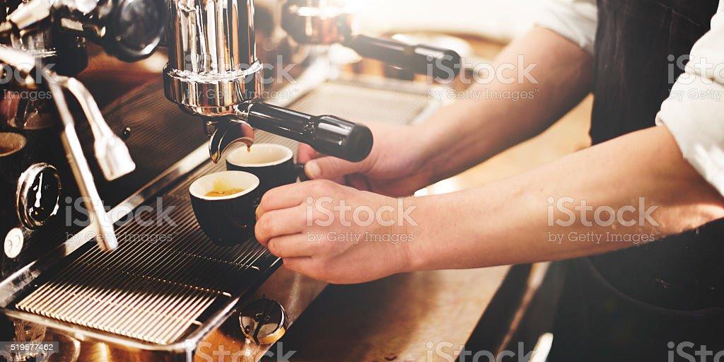 Barista cafetera, Máquina esmeriladora Portafiltro concepto - foto de stock