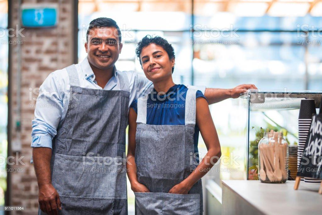 Baristas posiert im Coffee shop – Foto