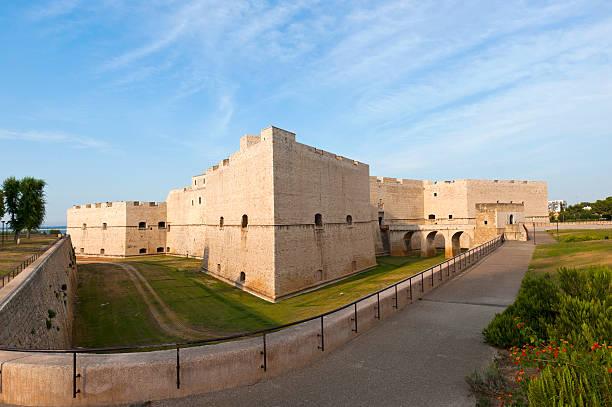 Barletta (Puglia, Itália)-castelo Medieval - foto de acervo