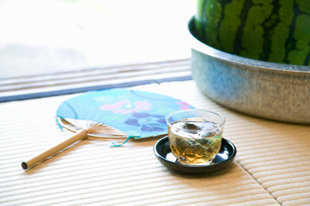 gerste tee - japanischer fächer stock-fotos und bilder