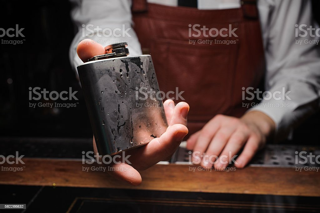 barman holding ice cold flask - foto stock