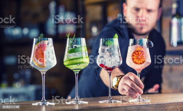 Barman in pub or restaurant preparing a gin tonic cocktail drinks in picture id928321246?b=1&k=6&m=928321246&s=612x612&h=rd9 by7mubtaona24cysgcvbk vz1v0s4ujhz txo5a=
