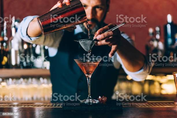 Barman is making cocktail at night club picture id680866296?b=1&k=6&m=680866296&s=612x612&h=enhmzkoxmy8k9bm3mxpqmywcjsiy szldyn5y1bq0u0=