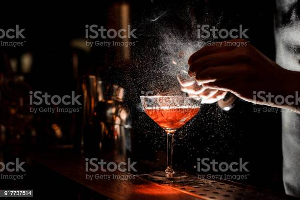 Barmans hands sprinkling the juice into the cocktail glass picture id917737514?b=1&k=6&m=917737514&s=612x612&h=z5qcog8gvgswjzjt0qkfjc8xpbx15a78qwpkw0ezhae=