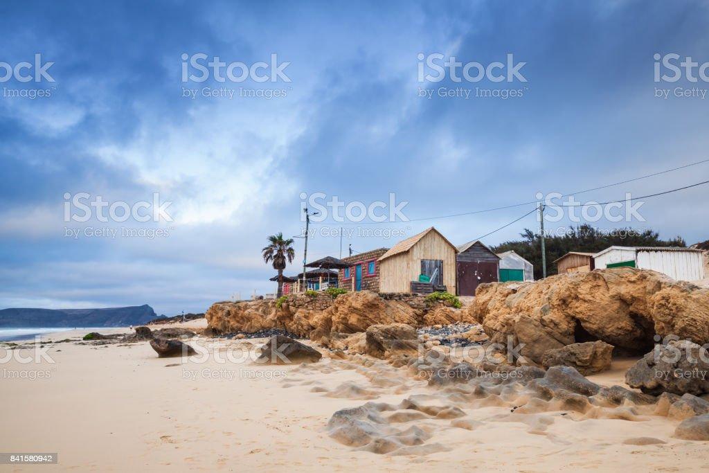 Celeiros na praia da ilha do Porto Santo - foto de acervo