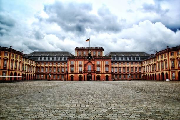 einmal - deutsche bibliothek stock-fotos und bilder