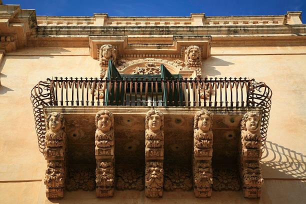 baroque architecture - noto sicilië stockfoto's en -beelden