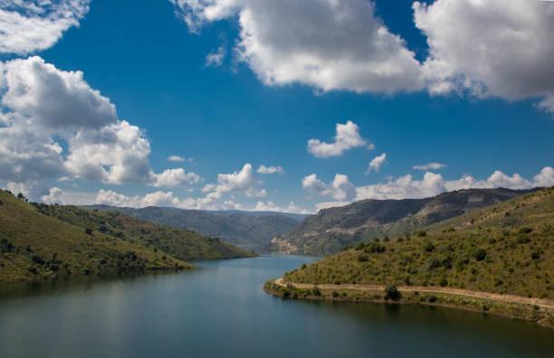barragem do sabor - fotos de barragem portugal imagens e fotografias de stock