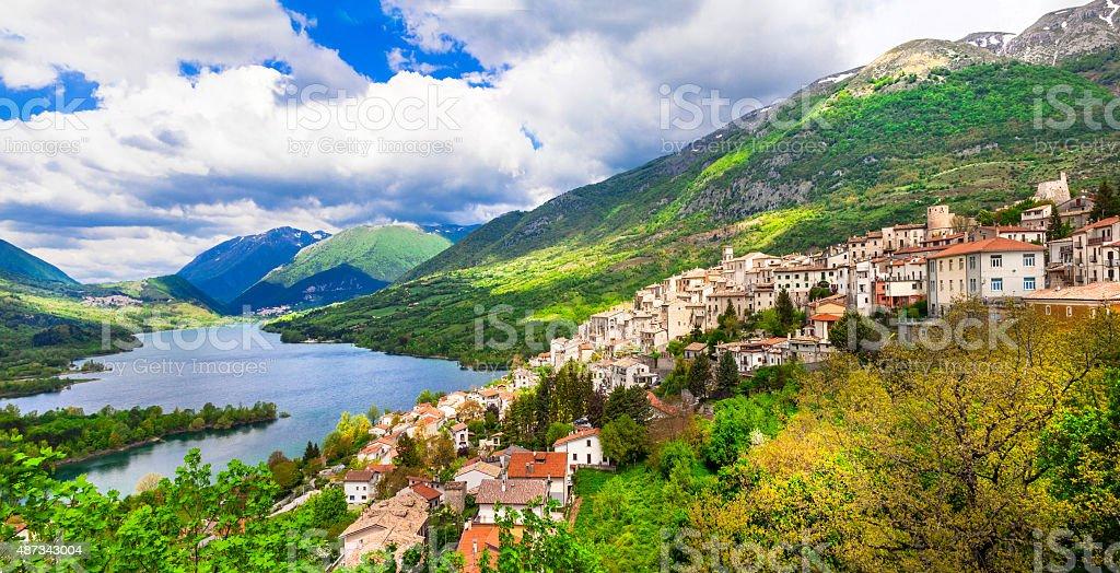 Barrea Village de Abruzzo, Italia. - foto de stock