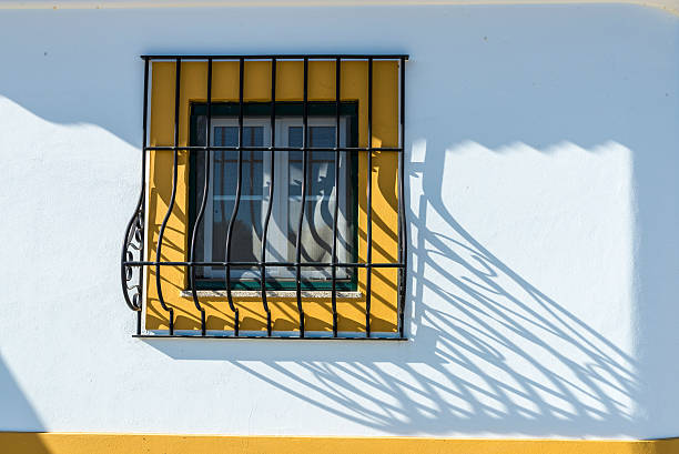 barred window in Evora, Portugal​​​ foto