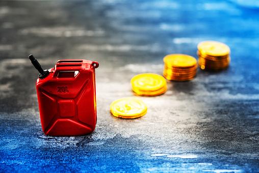 Barrel Of Gasoline Oil Crisis Concept - Fotografie stock e altre immagini di Affari