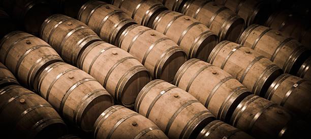 barrels in wine cellar-bordeaux wineyard - weinkeller bauen stock-fotos und bilder