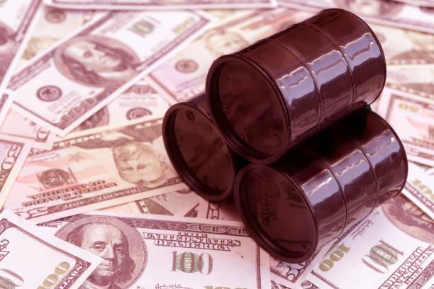 barrel öl, amerikanische dollar-rechnungen. - opec stock-fotos und bilder