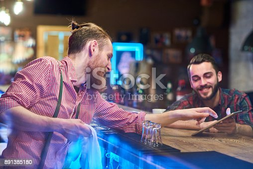 istock Bartender Helping Guest Choosing Drinks 891385180