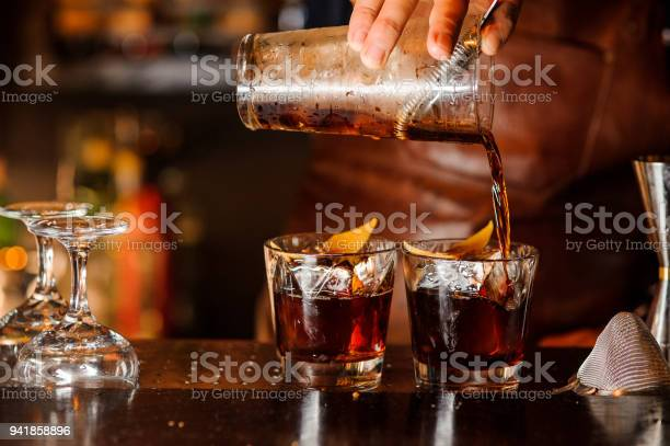 Bartender pouring alcoholic drink into the glasses picture id941858896?b=1&k=6&m=941858896&s=612x612&h=82mtyu vi33bgc2lyylslcbc9gypjm49devwngw48cq=