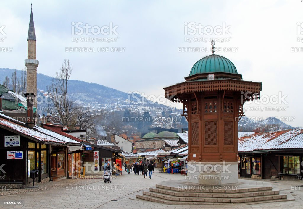 Bascarsija Quadrat Mit Sebilj Hölzernen Brunnen Im Alten Stadt ...