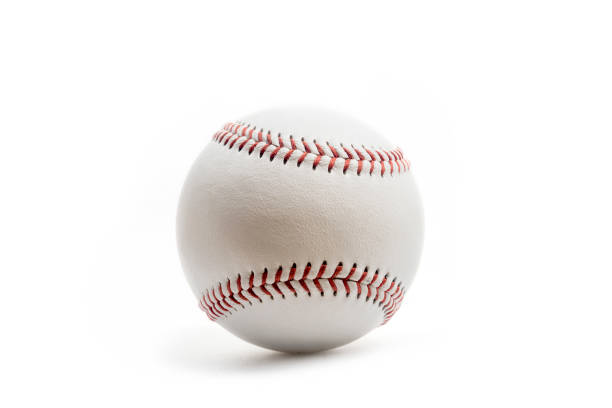 balle de baseball sur fond blanc. - baseball photos et images de collection