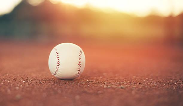 野球のボール - ソフトボール ストックフォトと画像