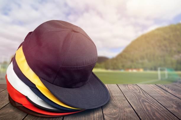 gorra de béisbol. - accesorio de cabeza fotografías e imágenes de stock