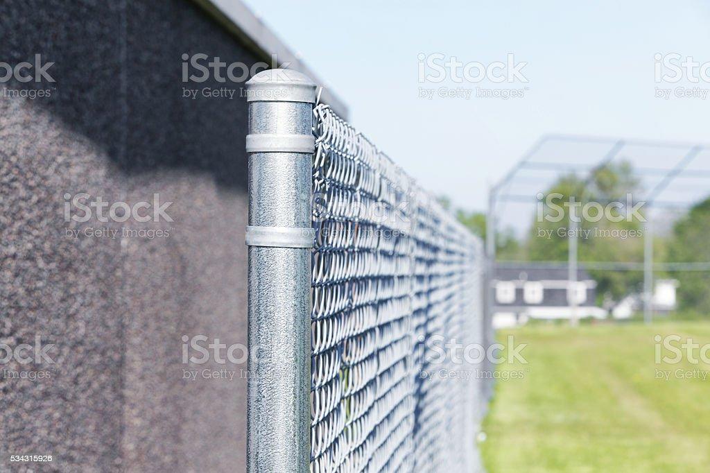 Campo de béisbol Jugando Campo valla de alambre - foto de stock